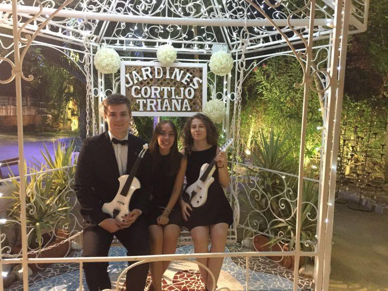 Trestacato y su música en una ceremonia civil en Jardines Cortijo Triana, Andújar