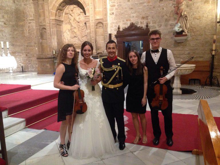 Trestacato y su música, amenizando una boda de la guardia civil