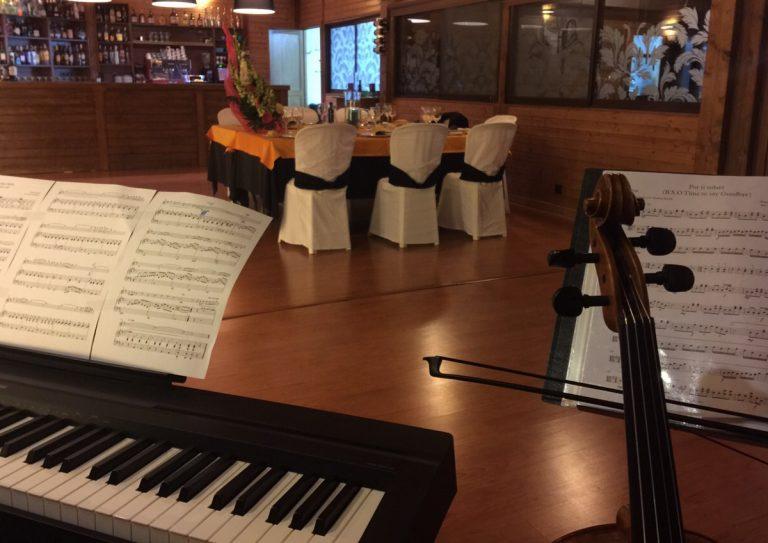 Trestacato y su música en una pedida de mano en Hotel Ciudad de Martos