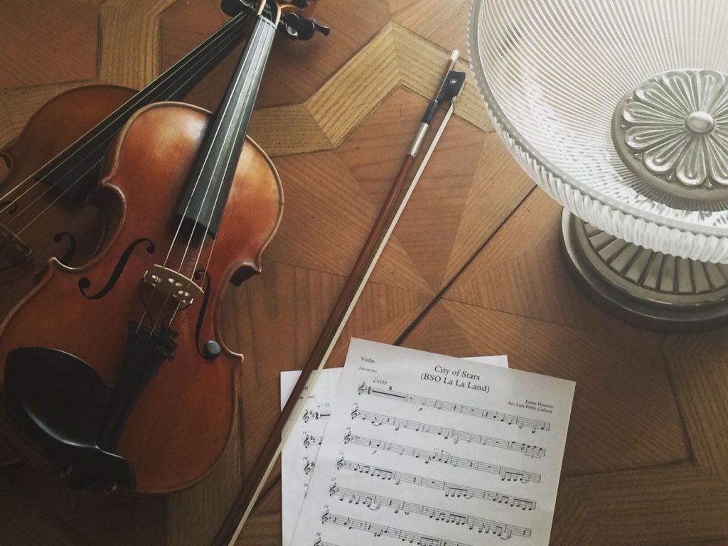 En nuestro repertorio contamos con versiones de música moderna para violín y piano